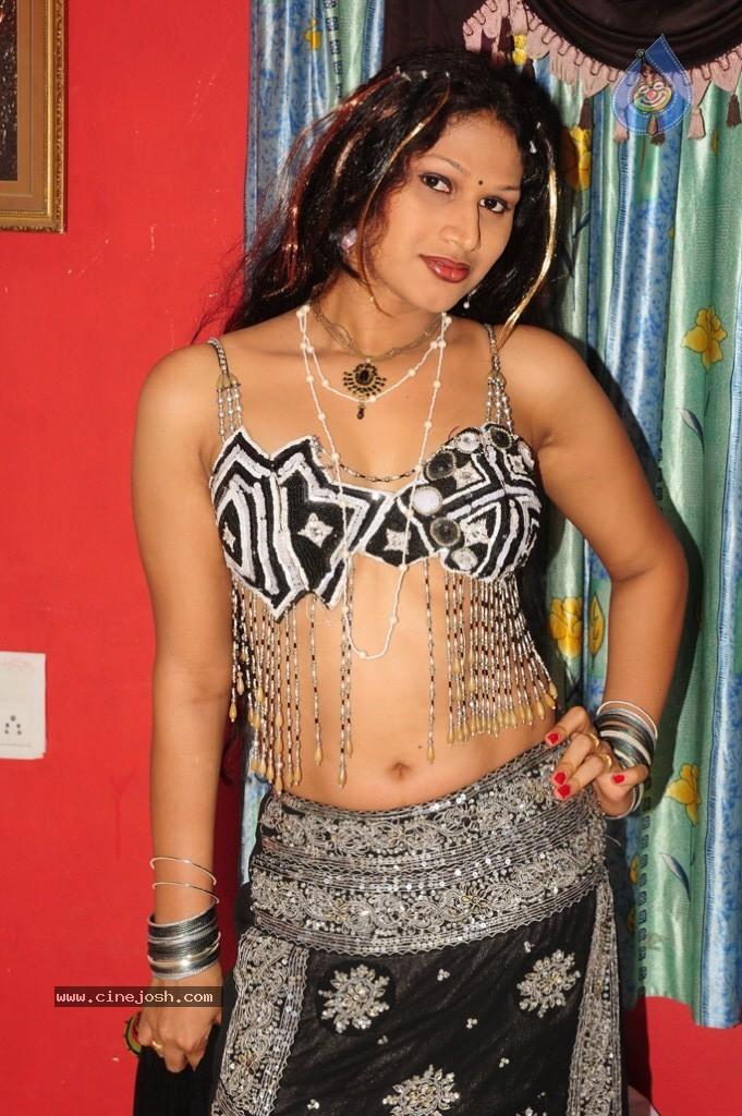 O Aunty Katha Movie Still