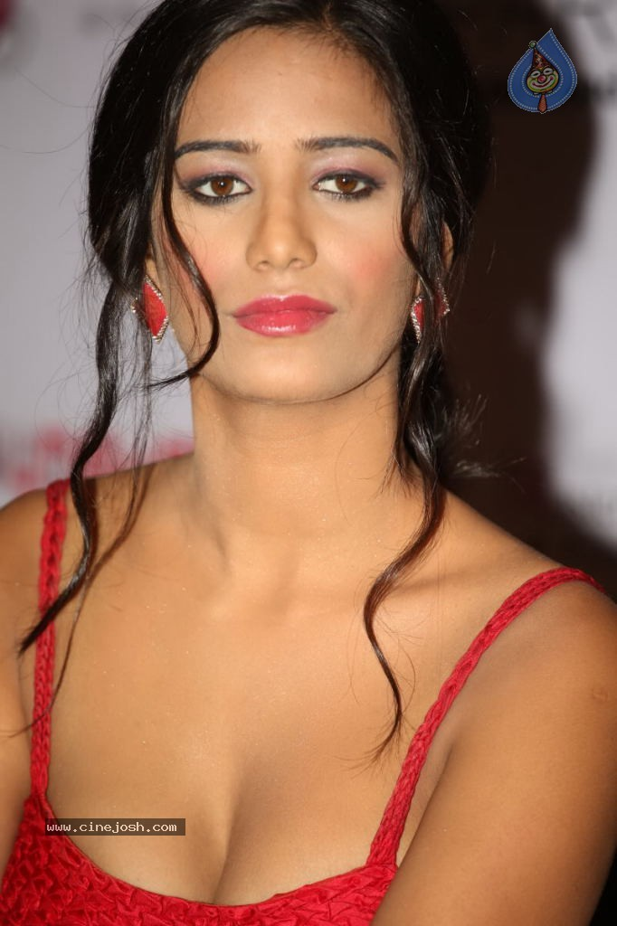 Poonam Pandey Hot Photos - Click for next photo
