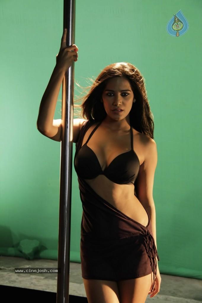 Shriya Saran Nude Images Leaked