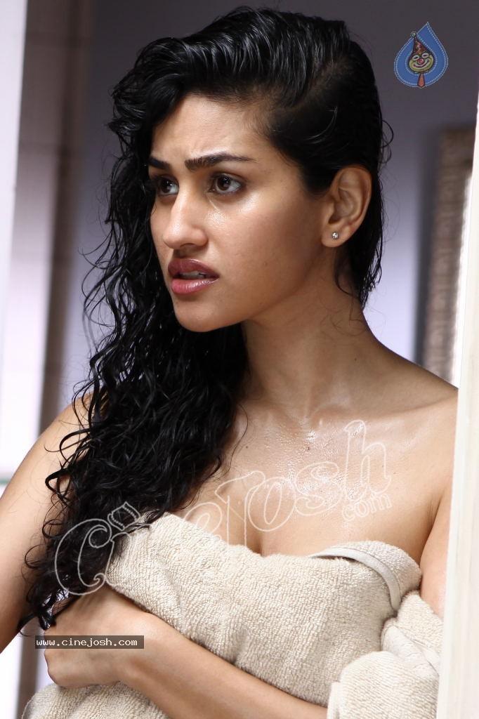 cinemasie dvd: Shadow Movie Actress Anjali Lavania Hot ...