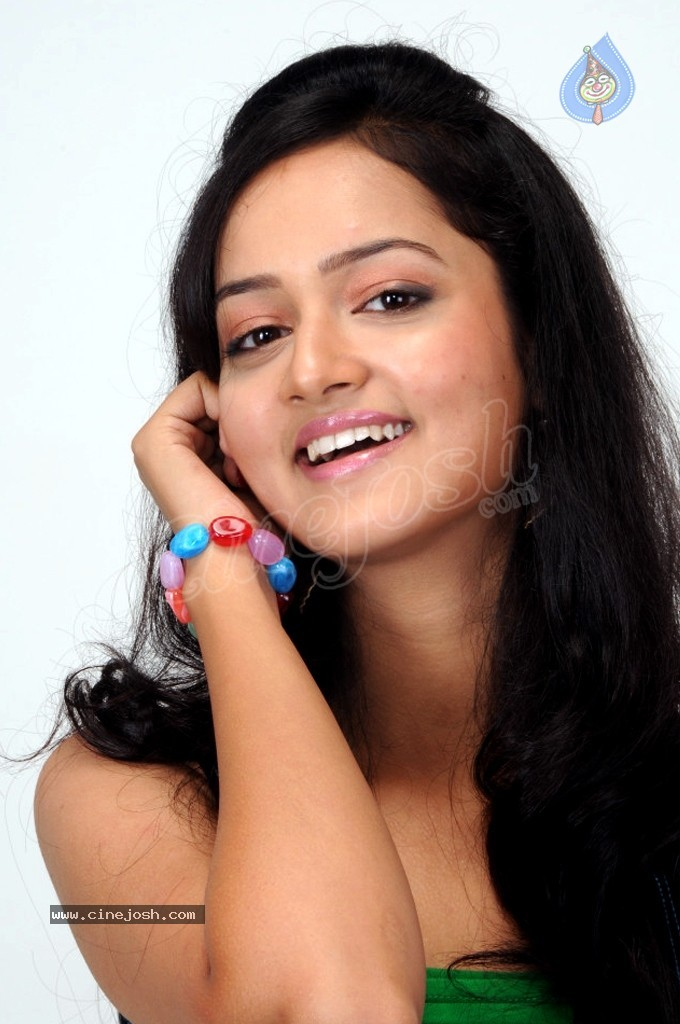 http://www.cinejosh.com/gallereys/spicy/normal/shanvi_hot_stills_2104120124/shanvi_hot_stills_2104120124_001.jpg