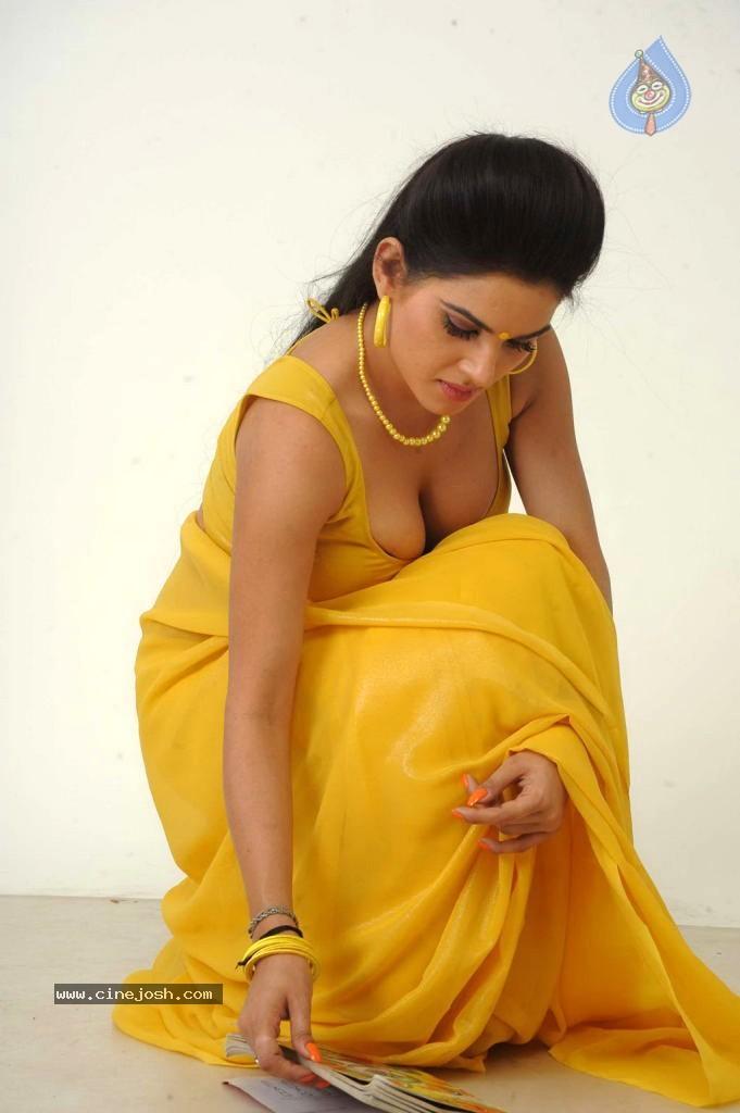 3 srilankan tamil indian teenager taking her shower - 5 1