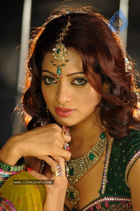 Udaya Bhanu Hot & Spicy Pics - Click for next photo