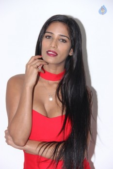 Poonam Pandey Hot Pics - 13 of 31