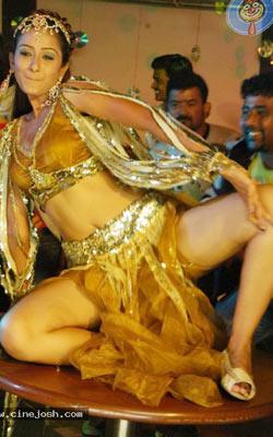 Chitram Seenu second wife is item bomb!