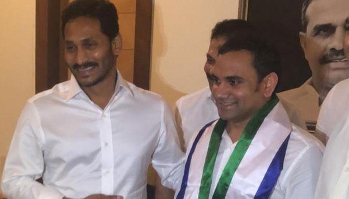 Gedela Srinibabu Joins YSRCP