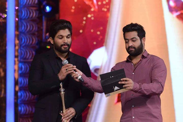 NTR and Allu Arjun Share Same Dais