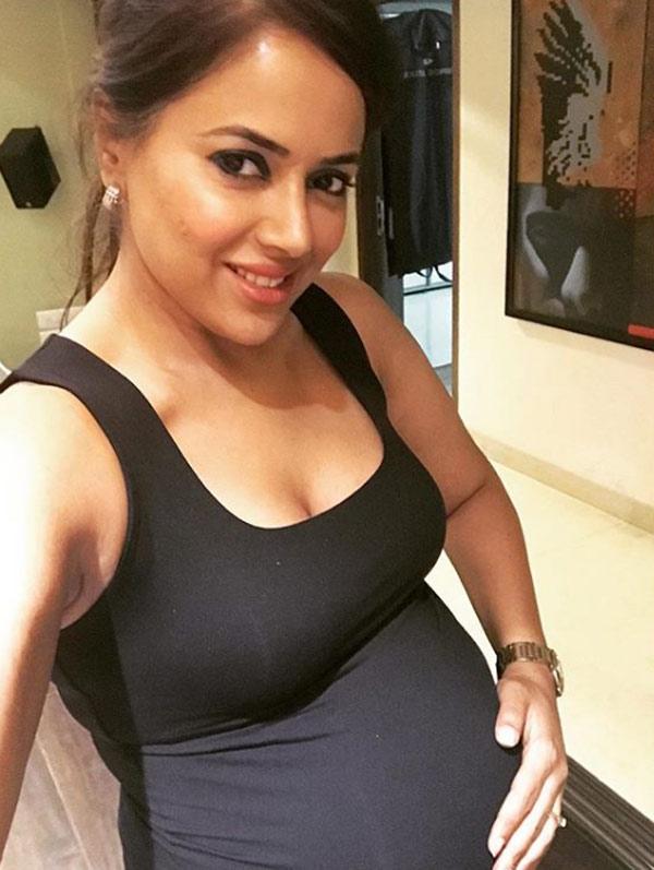 Sameera Reddy Baby Bump