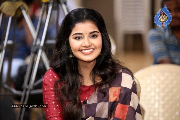 anupama parameswaran,interview,tej i love you,heroine anupama parameswaran  ఇంటర్వ్యూ: అనుపమ పరమేశ్వరన్ (తేజ్)