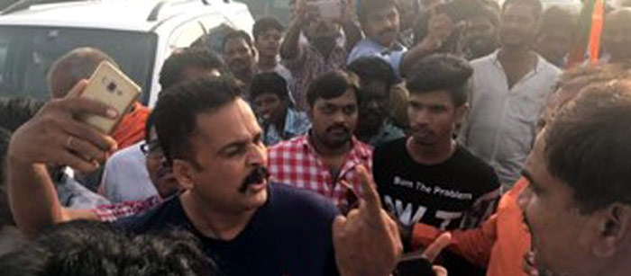 sivaji,bjp supporters,gannavaram airport,kanna lakshminarayana  పెయిడ్ ఆర్టిస్టుల దాడికి భయపడను: శివాజీ!