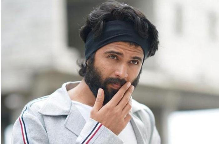 vijay devarakonda,gally boy,remake,bollywood  'గల్లీబాయ్' రీమేక్కు హీరో ఫిక్సయినట్టేనా?
