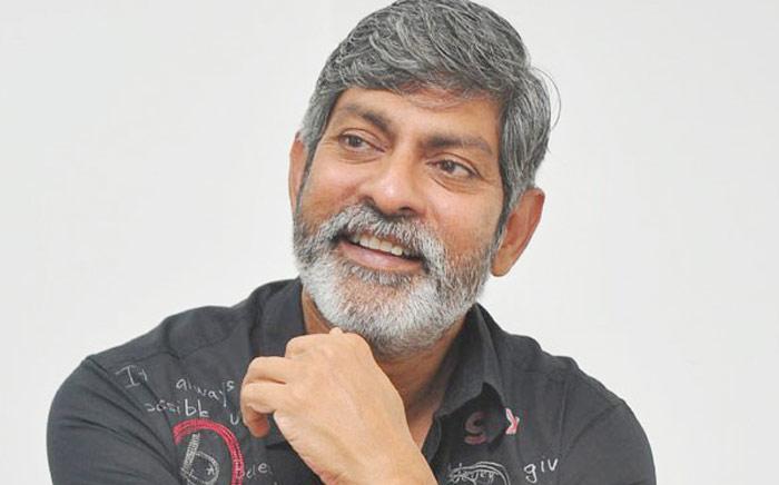 jagapathi babu,mega power star,ram charan,producer,sye raa movie  రామ్ చరణ్.. మంచి నటుడే కాదంట!!