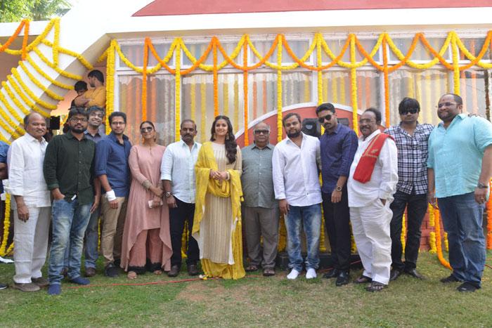 keerthi suresh,new film,kalyan ram,paruchuri gopalakrishna,launch  మహిళా ప్రధానమైన చిత్రంలో 'మహానటి'