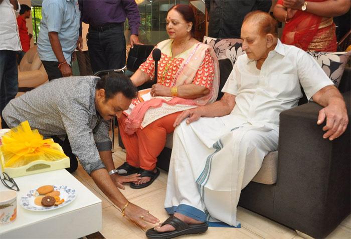 maa,new team,meet,naresh,krishna,krishnam raju,talasani  'మా' నూతన అధ్యక్షుడికి ప్రముఖుల ఆశీస్సులు