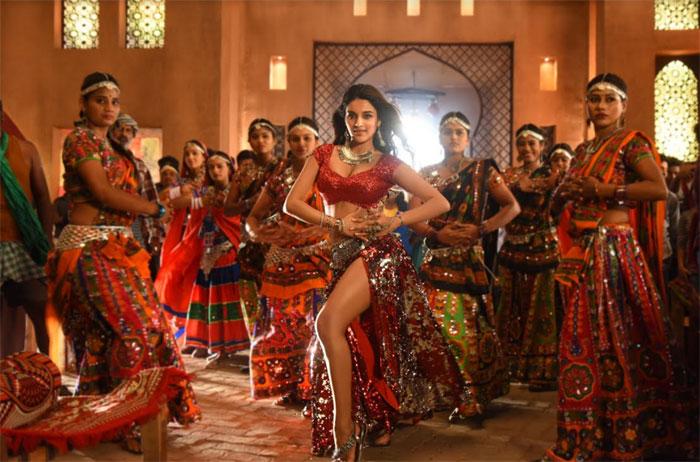 Nidhhi Agerwal from 'iSmart Shankar' Song Shoot నిధి
