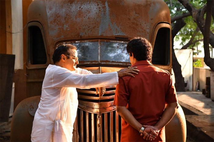 kalyan ram,ntr biopic,harikrishna,balakrishna,ntr  రథసారధి కల్యాణ్రామ్ లుక్ వదిలారు..!!