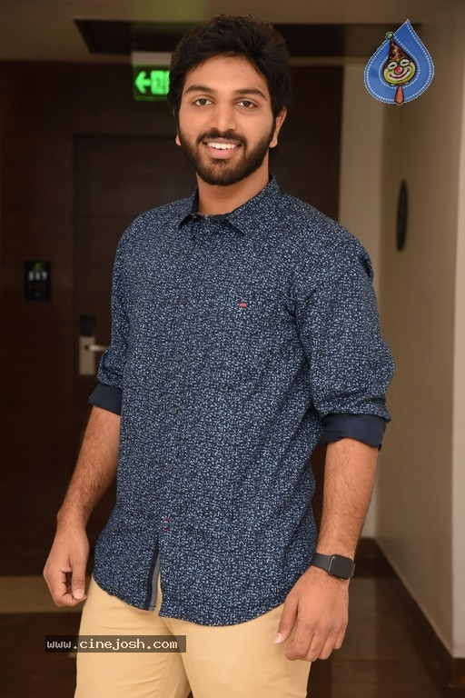 4 LETTERS Movie Hero EASWAR Interview Photos - 8 / 10 photos