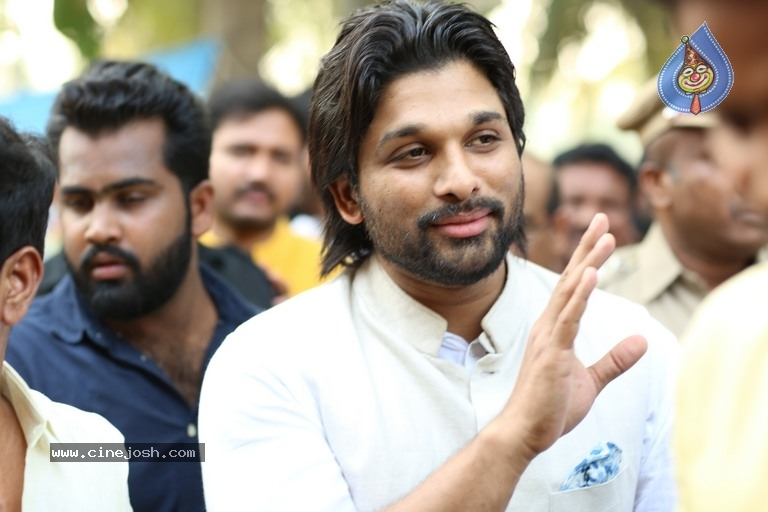 Allu Arjun At Palakollu - 6 / 14 photos