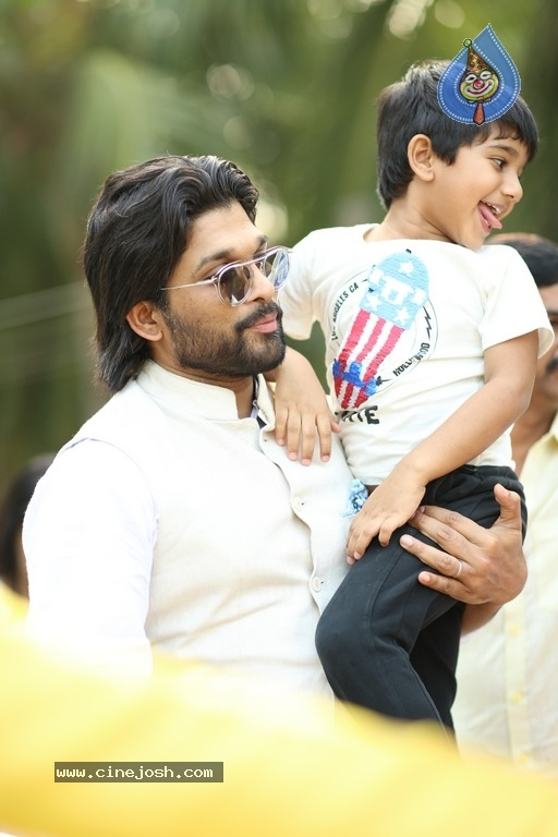 Allu Arjun At Palakollu - 8 / 14 photos
