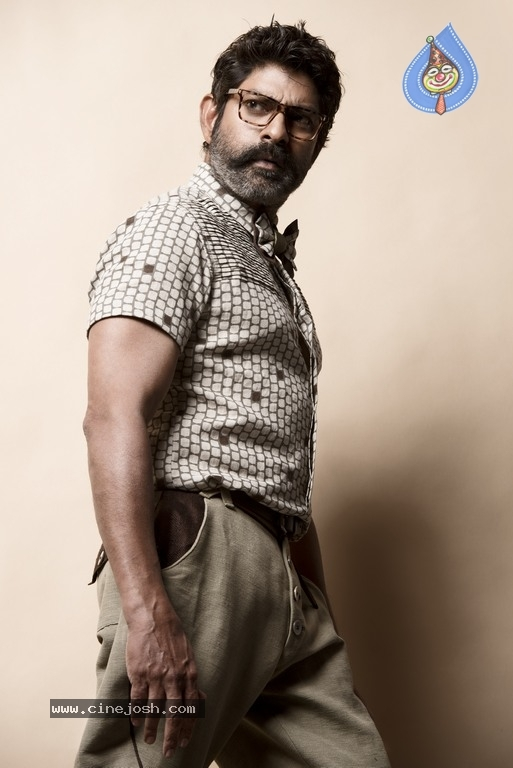 Jagapathi Babu New Stills - 8 / 25 photos