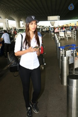 Pooja Hegde Spotted at Airport :01-09-2017