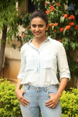Rakul Preet Singh New Photos :16-06-2017