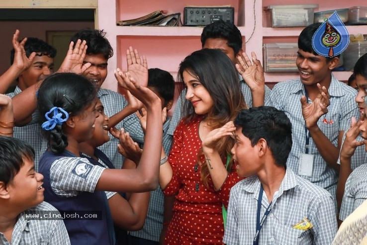 Actress Sakshi Agarwal visited Autism Affected Children Home - 3 / 7 photos