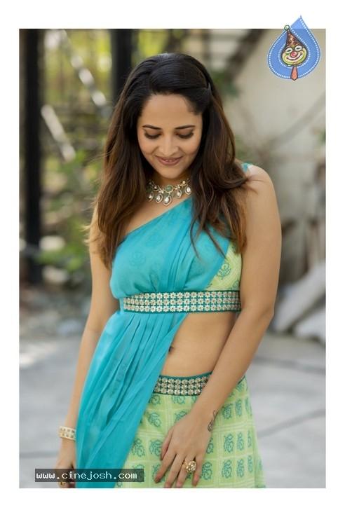 Anasuya Bharadwaj Photos - 5 of 11