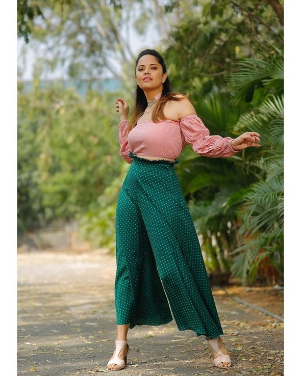 Anasuya Stills - 3 / 5 photos