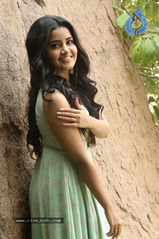Anupama Parameswaran New Pics - 7 / 41 photos