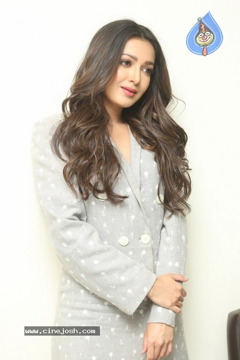 Catherine Tresa Interview Pics - 1 / 19 photos