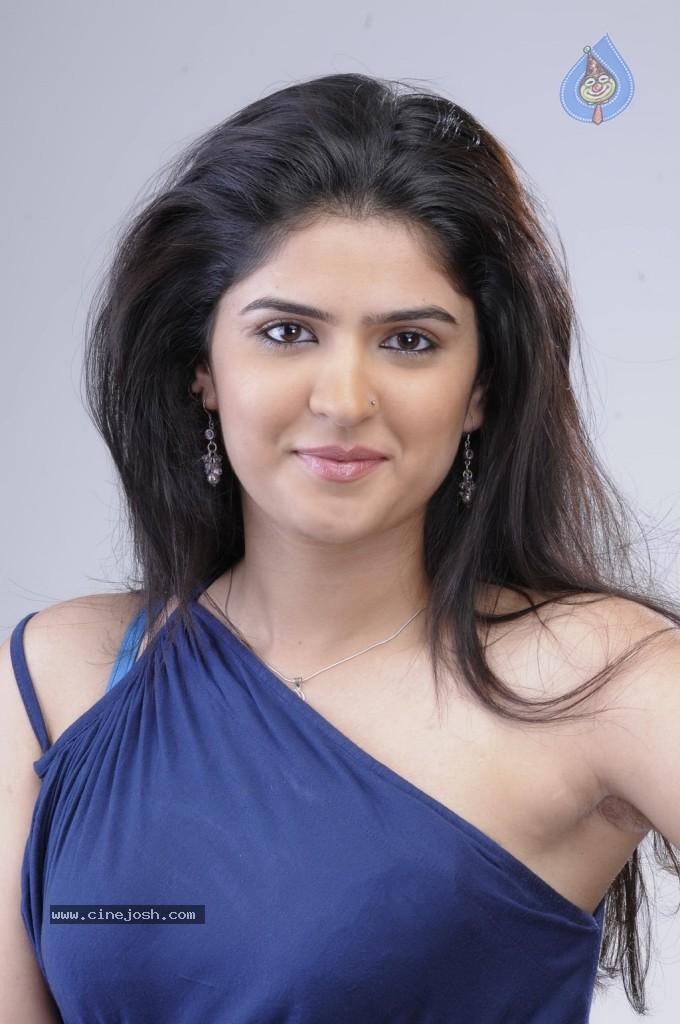 Deeksha Seth Hot Photos Photo 17 Of 32