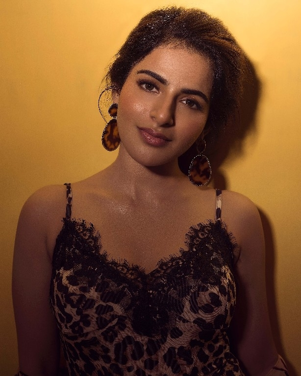 Iswarya Menon Stills - 1 / 4 photos