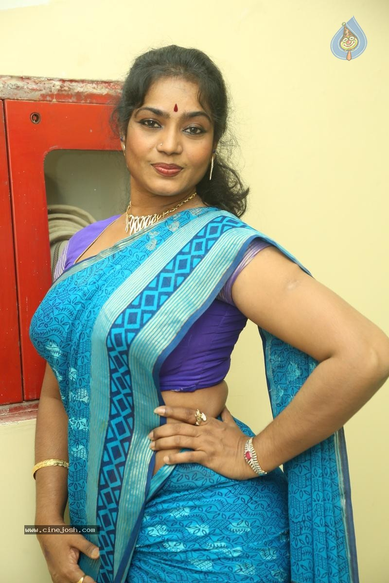 Jayavani New Stills - 9 / 31 photos
