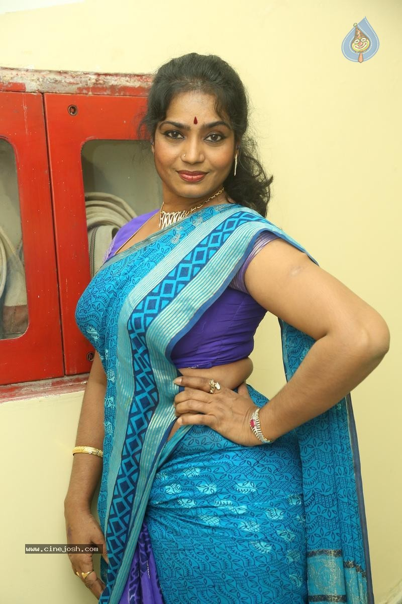 Jayavani New Stills - 12 / 31 photos