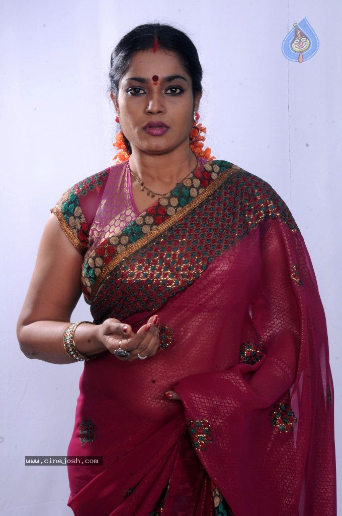Jayavani New Stills - 5 / 29 photos