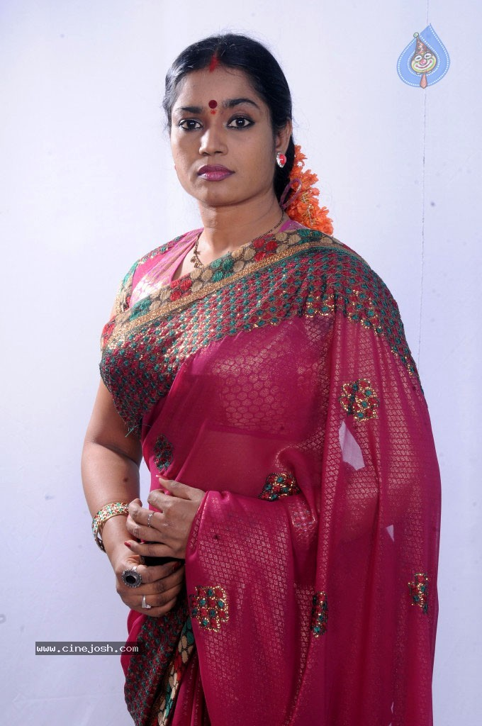 Jayavani New Stills - 9 / 29 photos
