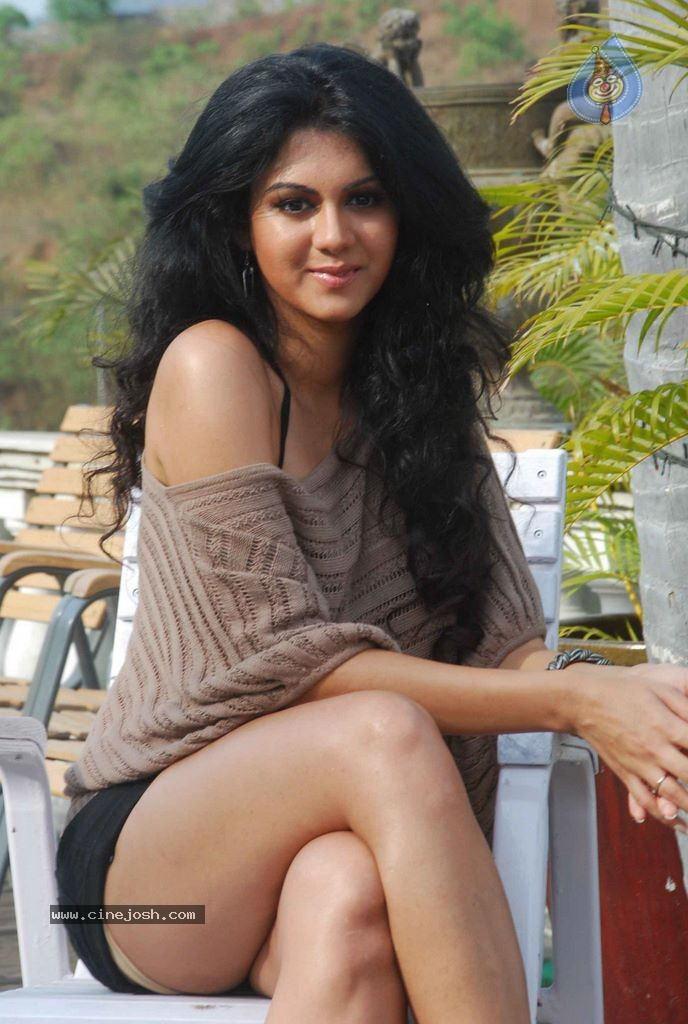Kamna Jethmalani Hot Photoshoot - Photo 1 of 20