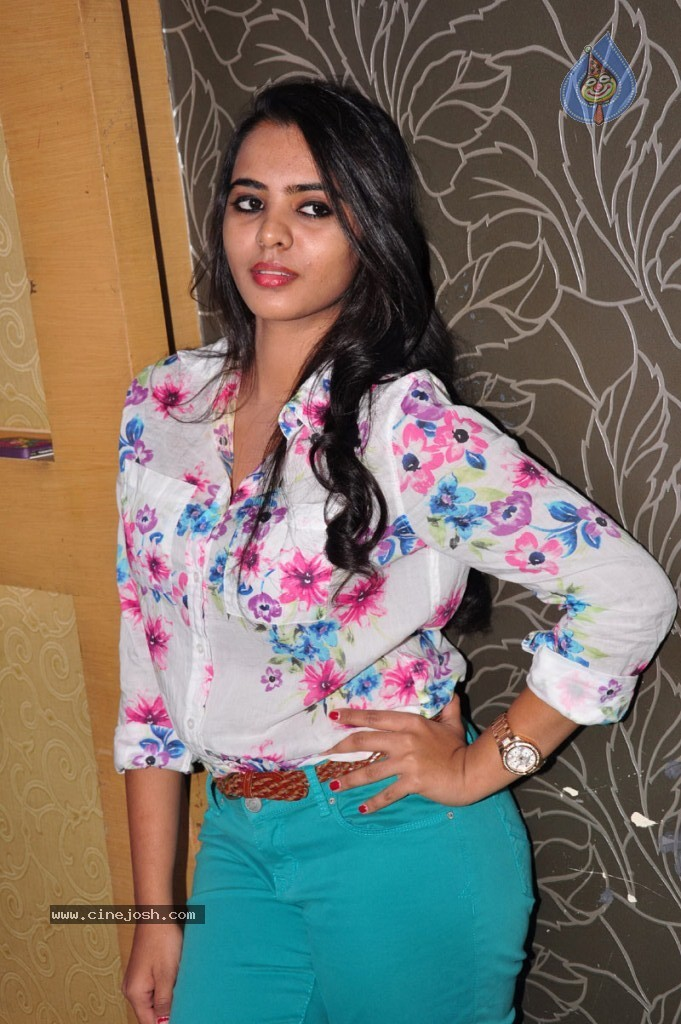 Manasa New Stills - 13 / 59 photos