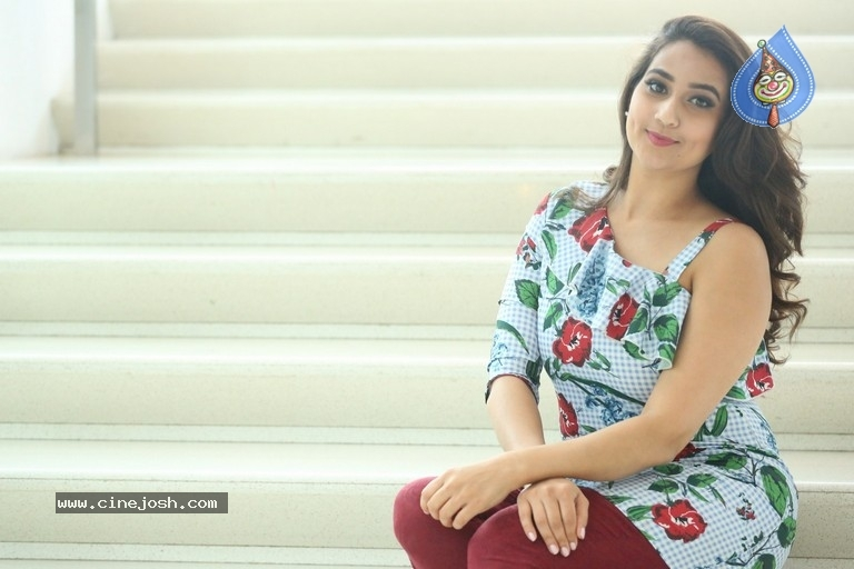 Manjusha Latest Stills - 9 / 21 photos