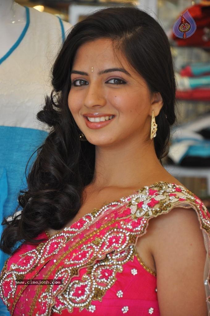 Nisha Shah New Stills (4)