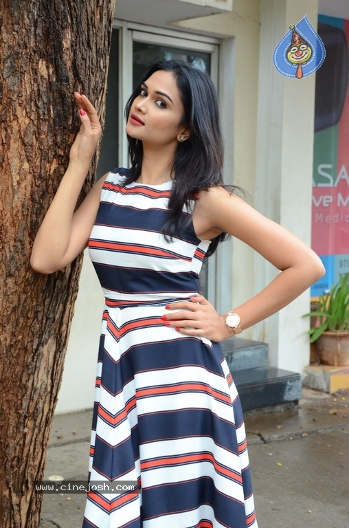 Nithu Gowda Photos - 14 / 16 photos