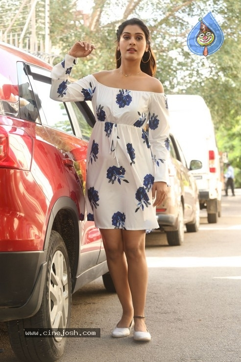 Payal Rajput Stills - 21 / 32 photos