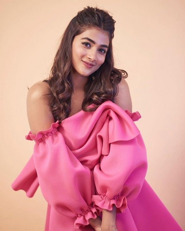Pooja Hegde Stills - 7 / 9 photos