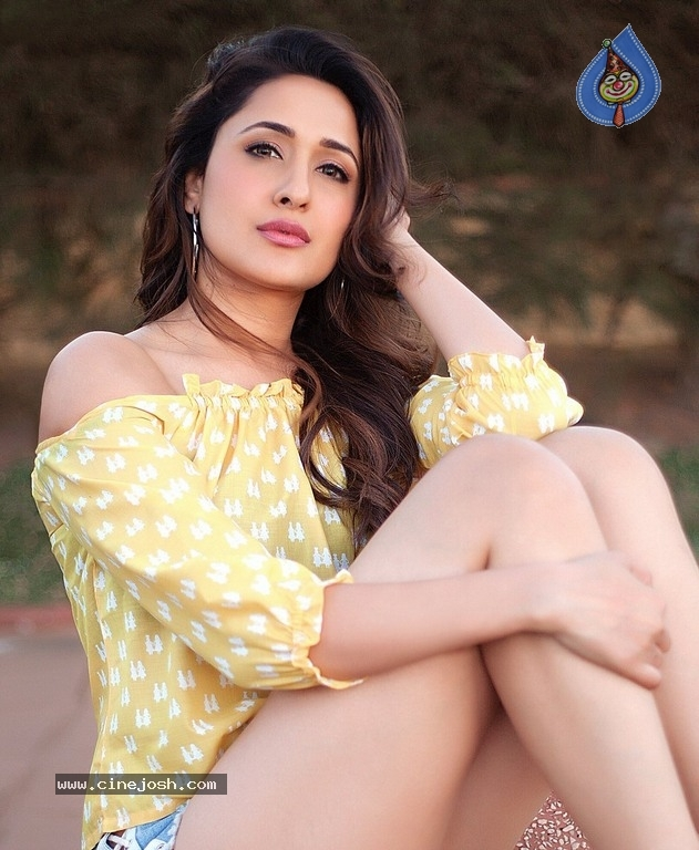 Pragya Jaiswal New Images - 9 / 13 photos