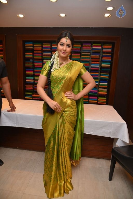 Rashi Khanna New Photos - 11 / 29 photos