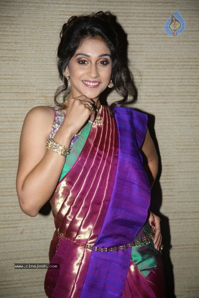 Regina Cassandra Gallery - 19 / 157 photos