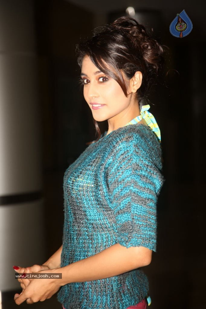Regina Cassandra Gallery - 157 / 157 photos