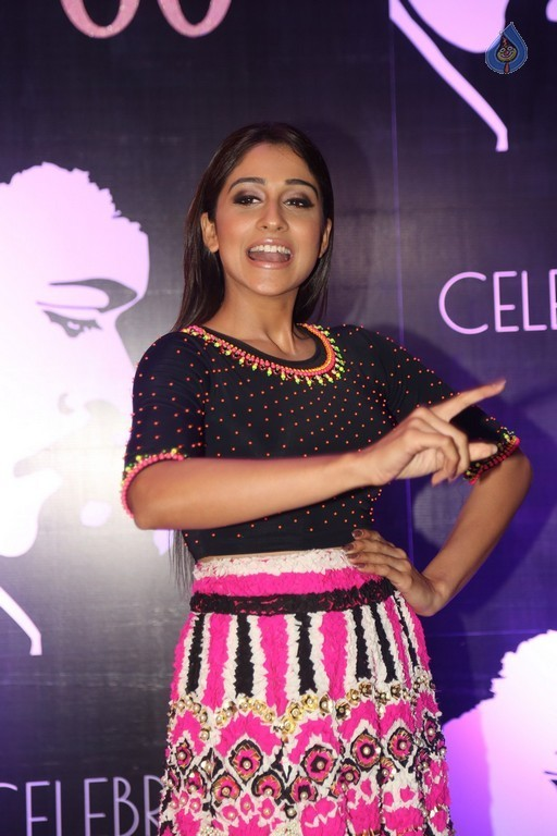 Regina Cassandra Images - 19 / 42 photos