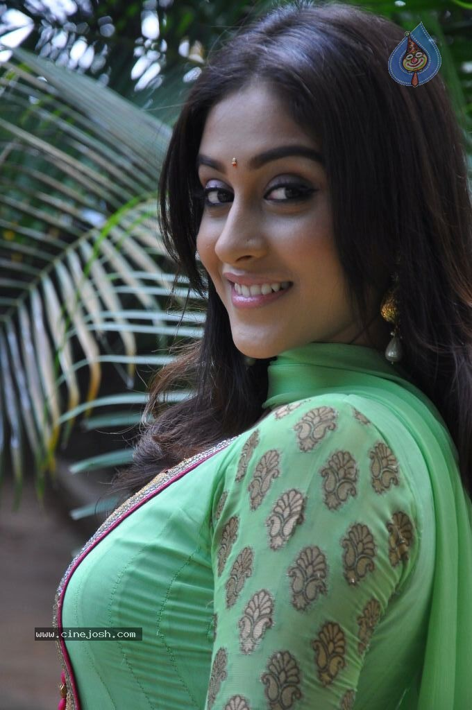 Regina Cassandra Latest Stills - 10 / 74 photos